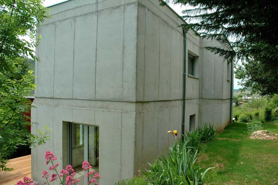 Super Une maison dans la pente UF45